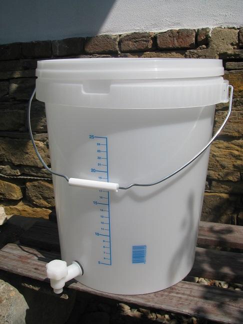 Kvasná nádoba s víkem a kohoutkem 32 litrů